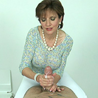 Milf mature cougar fucks on the bed a computer repair