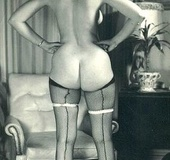 Some sensual vintage babes showing their big curvy…