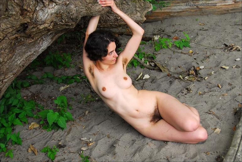 Yasmine Very Hairy Hippy 82