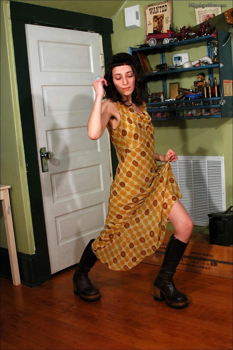 Yasmine Very Hairy Hippy 50