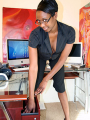 Naughty black girl amateur secretary - XXX Dessert - Picture 8