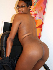 Naughty black girl amateur secretary - XXX Dessert - Picture 14