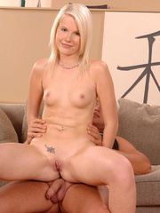 Sexy Pink Pussy sucks then pisses on her - XXX Dessert - Picture 6