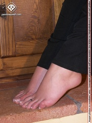 Sexy shaped babe revealing her sey feet out - XXX Dessert - Picture 5