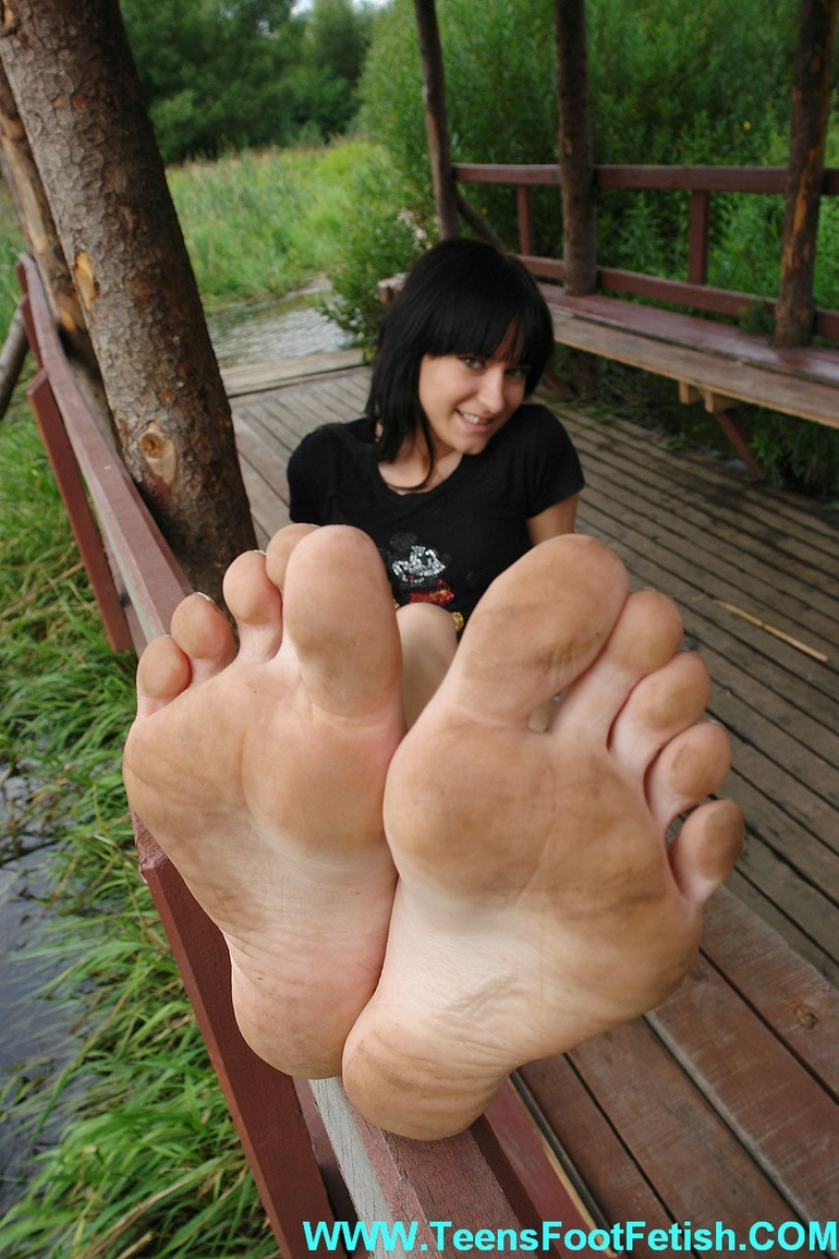 Bare foot model pic teen