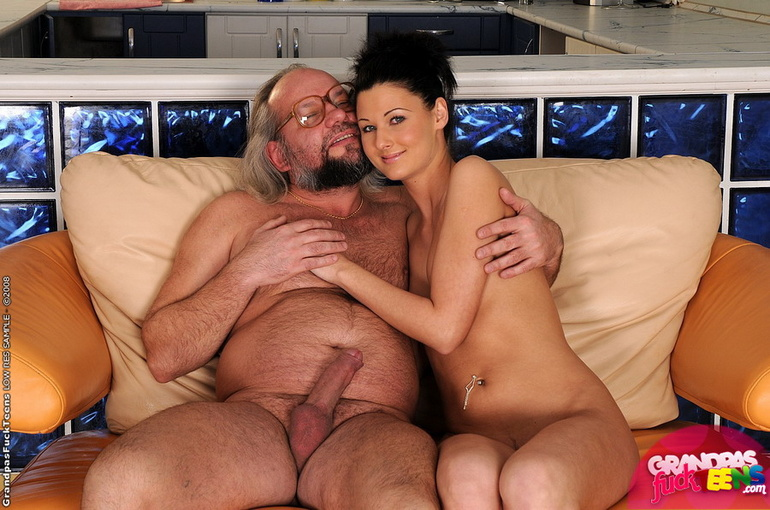mamie from 1fuckdate com shakeing big tits