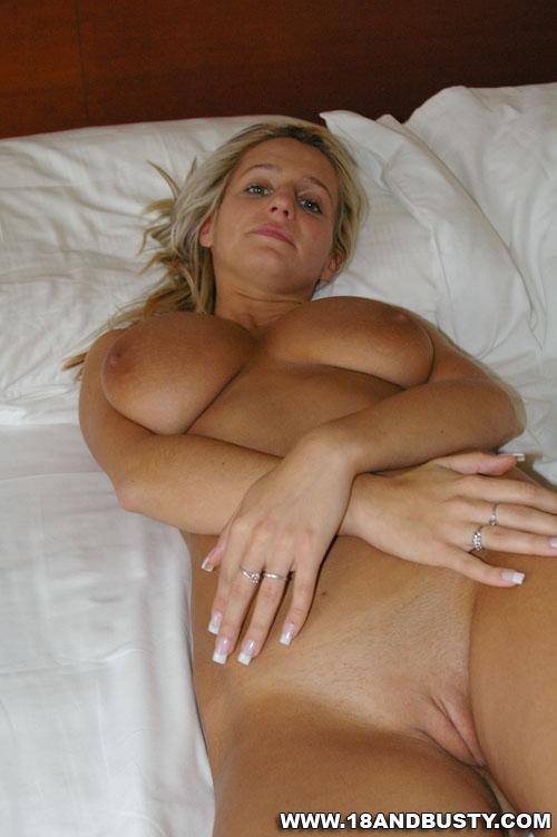 Hot college girls boobs