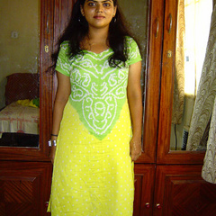 Neha in green and yellow Indian - India - XXX Dessert - Picture 1