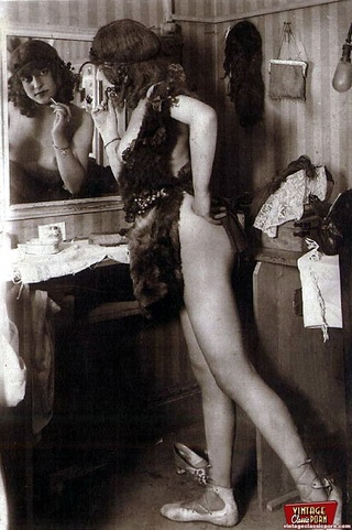 sensual vintage ladies showing