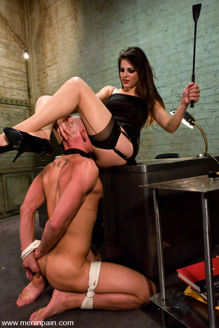 bobbi starr dominates office