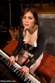 На пианино порно