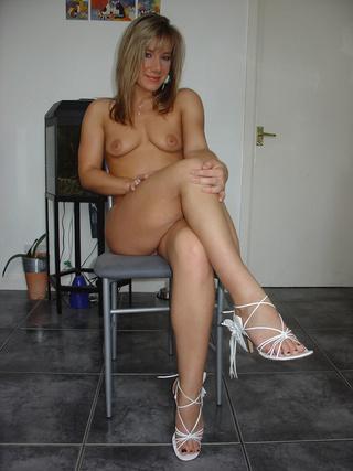 sexy shaped esposa desnudándose