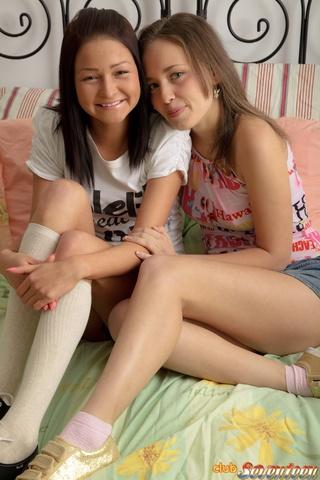pair teen lesbos enjoying