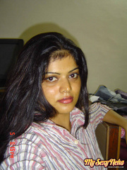 Neha sexy housewife from Bangalore posing